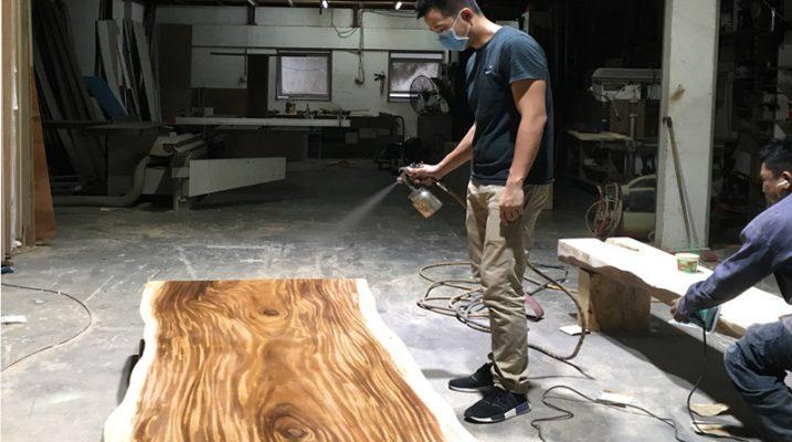Pu hoàn thiện mặt bàn gỗ me tây